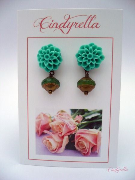 Mean green - Stekers met groene bloem  van CindyrellaJewels op DaWanda.com