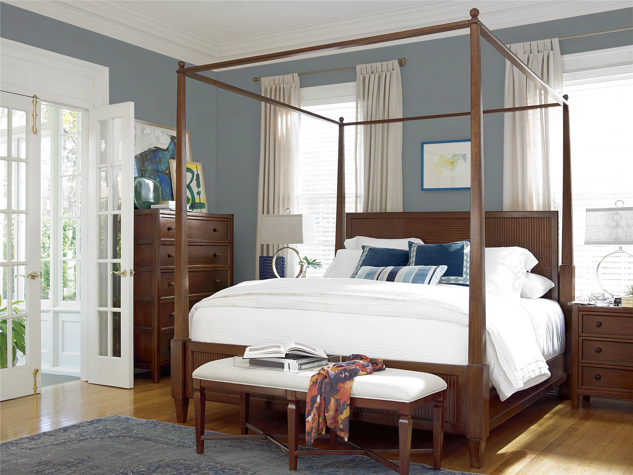 Universal Furniture Silhouette This Four Poster Canopy Bed can
