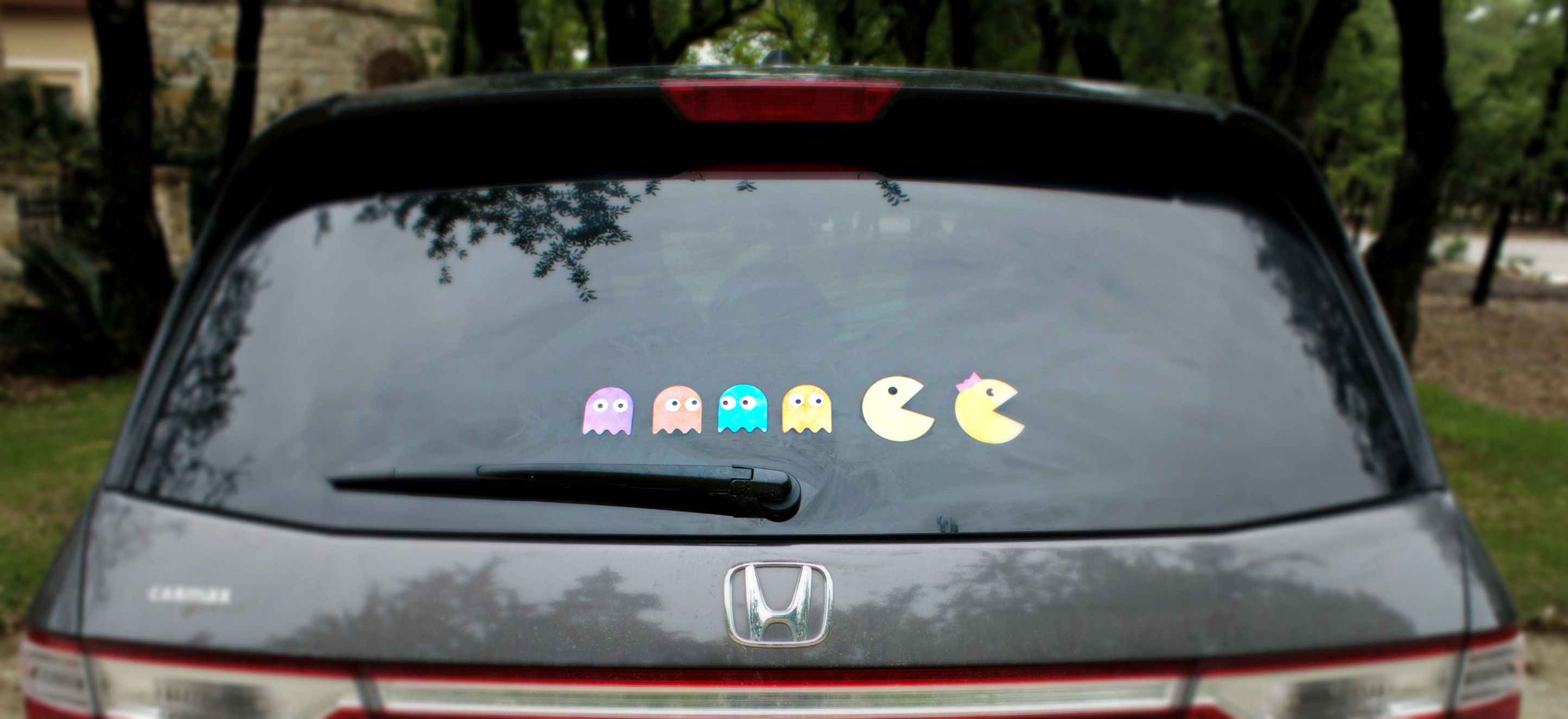 Use vinyl and your silhouette cutting machine to make pac man family car decals this fun and unique project is easy to make