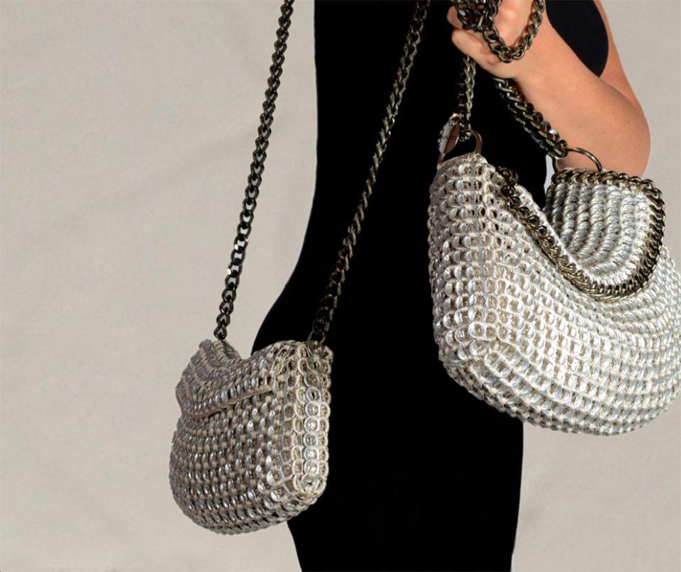 Quest'inverno la parola d'ordine è shoulder bag. La shoulder bag è una borsa che si può portare sia come tracolla che come borsa a mano, basta infatti cambiare la misura del manico oppure ripiegarlo in due.
