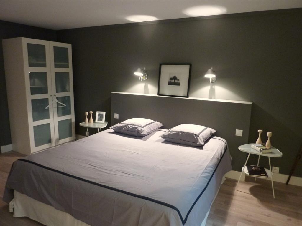 la tête de lit maçonnée et les lampes | chambre combles | pinterest