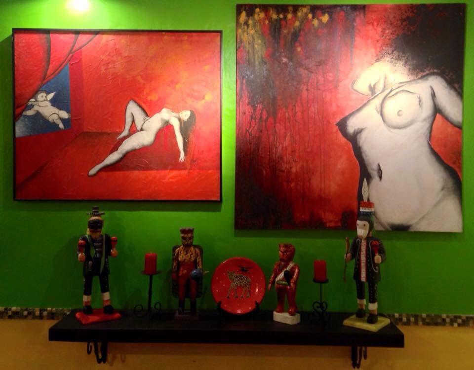 Some paintings and crafts at my home place. Algunas pinturas y artesanias que adornan mi casita.