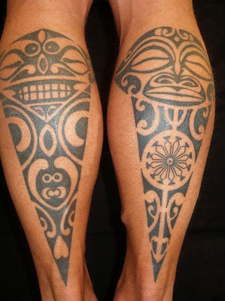 maori tribal tattoos an den waden mit tiki symbolen. Black Bedroom Furniture Sets. Home Design Ideas