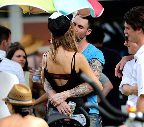 Adam Levine Kisses Victoria S Secret Model Behati Prinsloo In