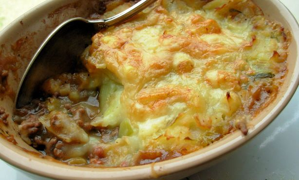 Traditional English Cottage Pie With Cheese And Leek Topping Recipe Cottage Pie Food Recipes Bubble Squeak