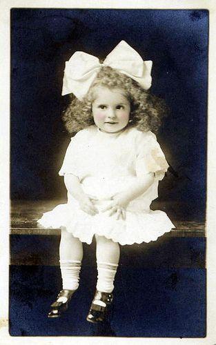 Vintage Postcard ~ Big Bow - (CC)Cheryl Hicks (chicks57) - www.flickr.com/photos/chicks57/4280418594/in/set-72157601531333325#