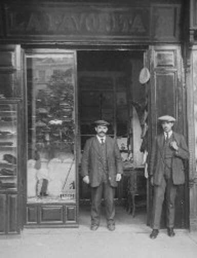 """""""La Favorita"""", tienda de sombreros de la Plaza Mayor inaugurada en 1894."""
