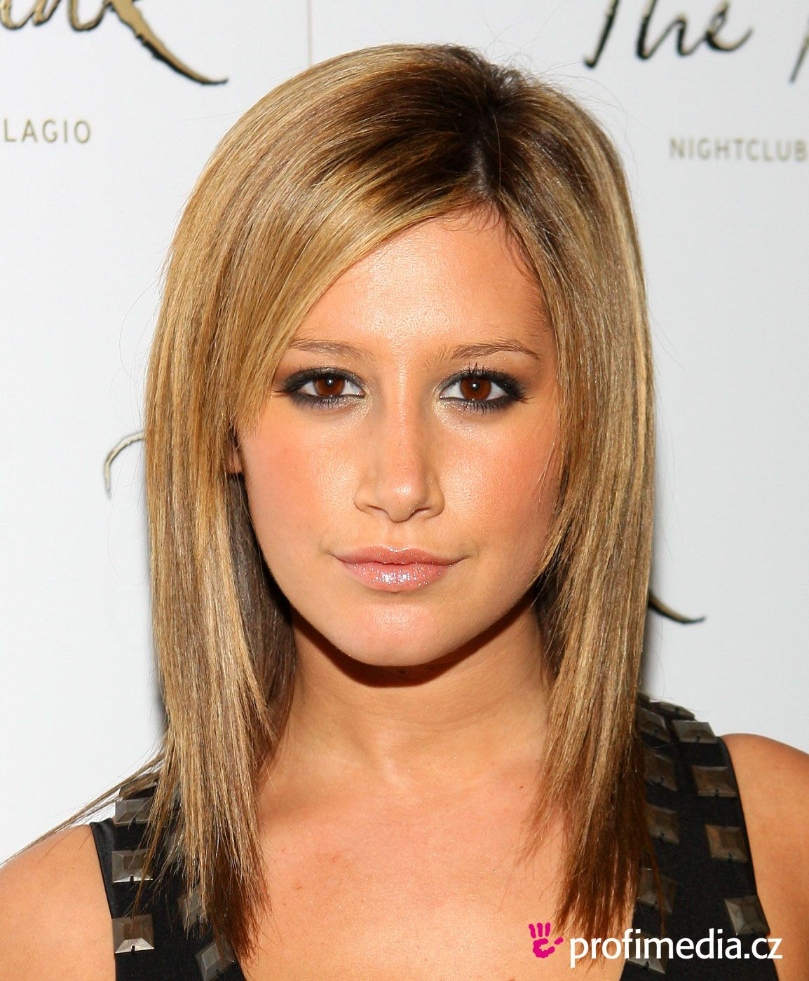 Hairstyle According To My Face Easy Medium Straight Haircut Ashley Tisdale Hair Shoulder