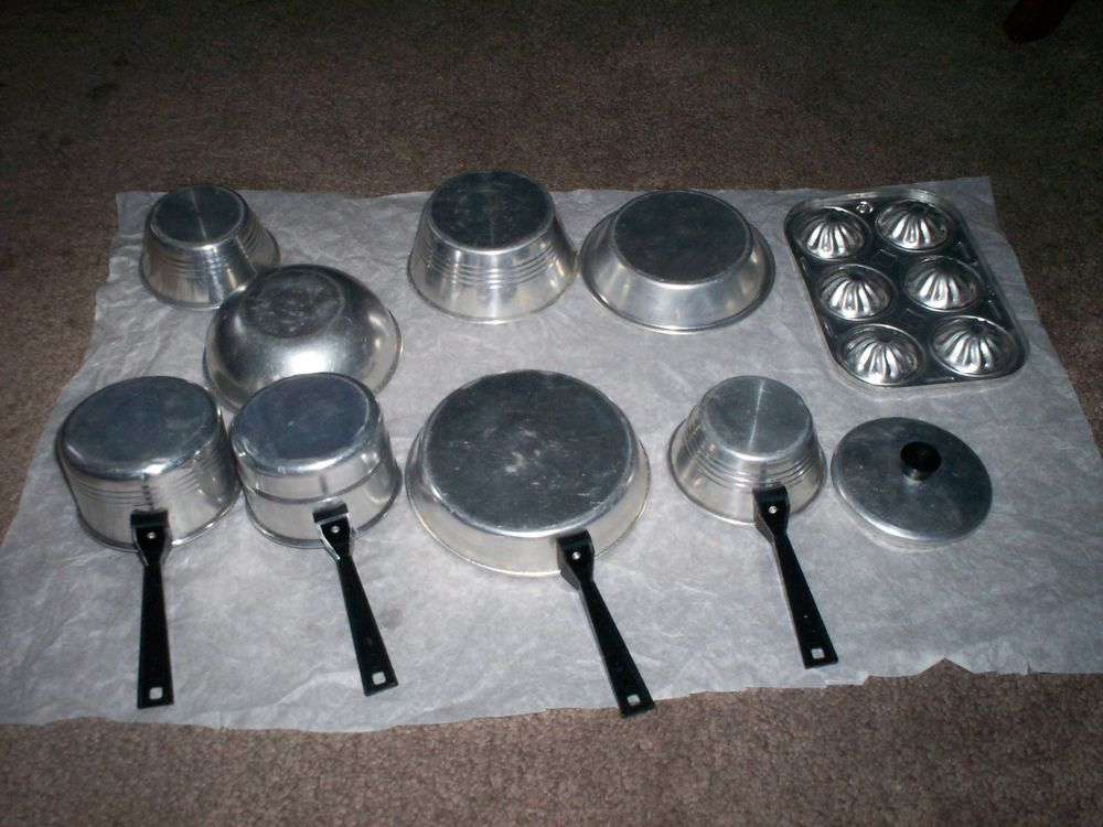 vintage child kid play all metal aluminum cook set tin kitchen bake pans pots