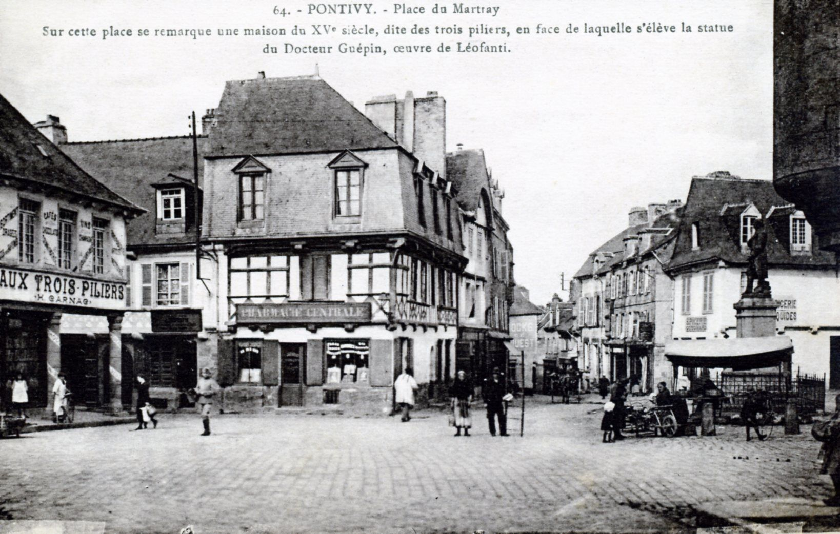photos pontivy morbihan place du martray vers 1920 carte postale ancienne 218935. Black Bedroom Furniture Sets. Home Design Ideas
