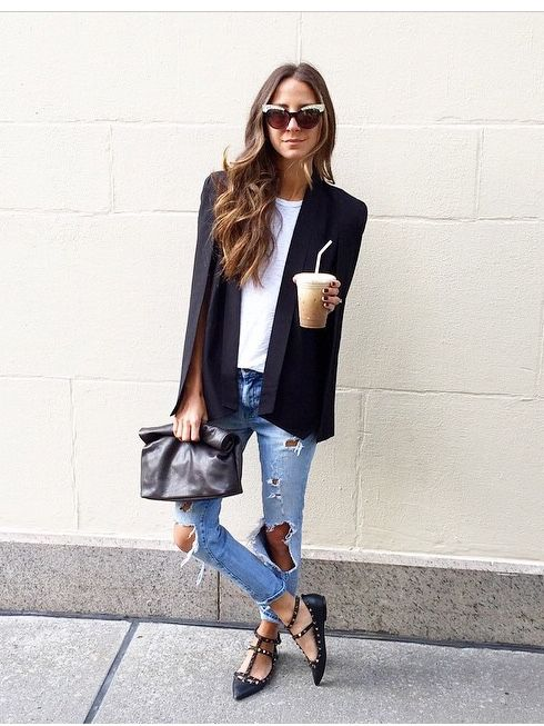Blogger style / Cape / ripped jeans