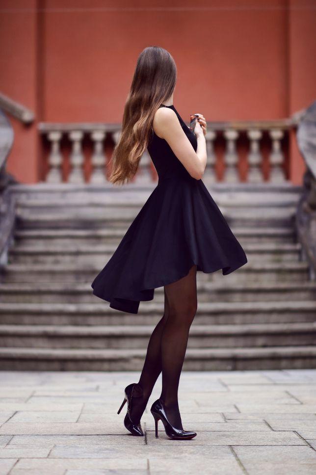 Czarna Sukienka Z Dluzszym Tylem Czarne Ponczochy Oraz Lakierowane Szpilki Ari Maj Personal Blog By Ari Lil Black Dress Pantyhose Outfits Long Black Dress