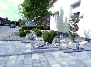 pflegeleichter vorgarten mit buxbaumkugeln einfahrt pinterest steingarten. Black Bedroom Furniture Sets. Home Design Ideas