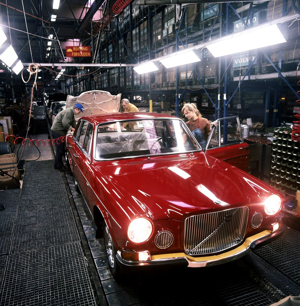 Volvo 164 at the Torslandaverken Assembly Plant, Torslanda, Sweden ...