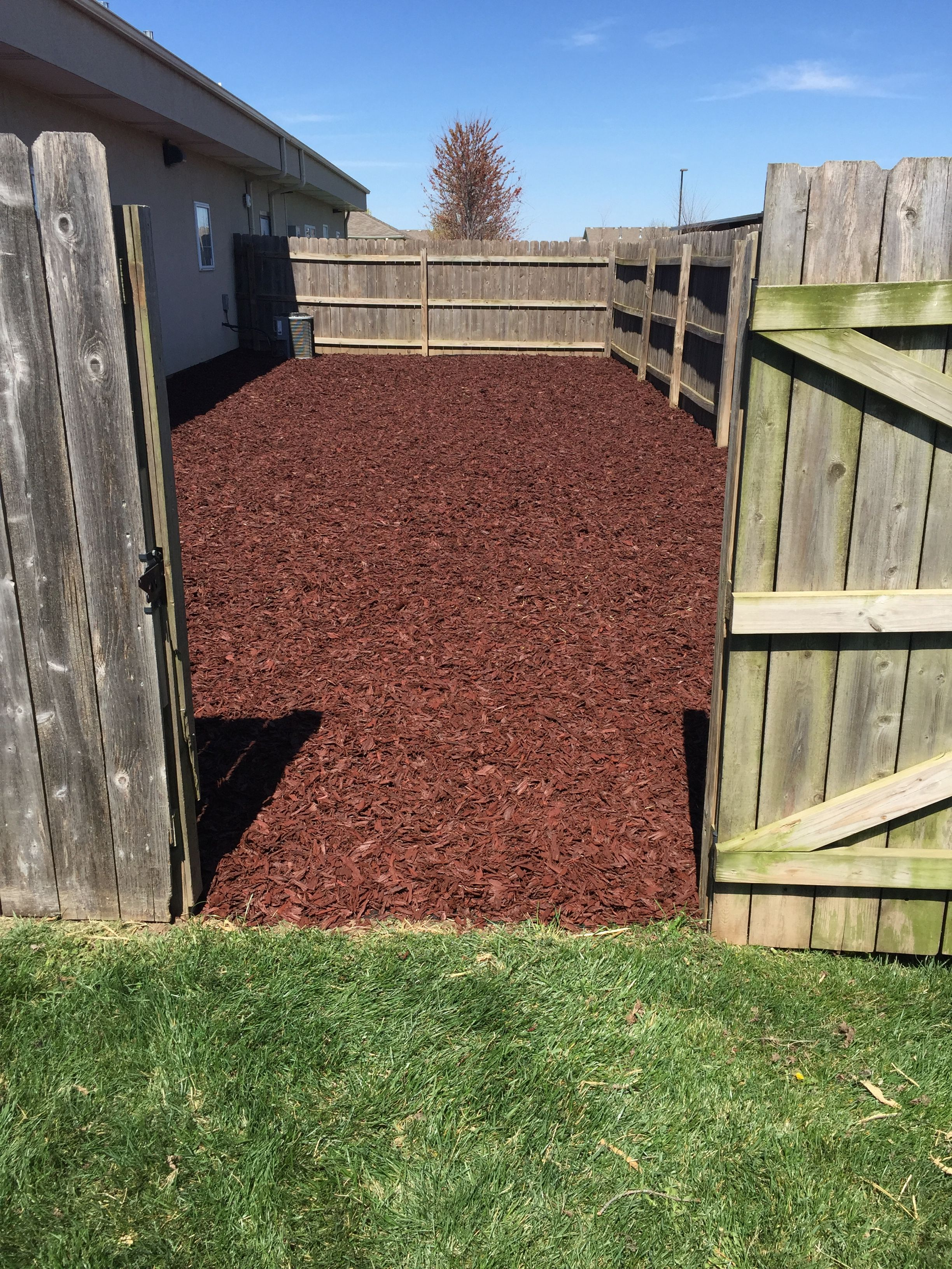 dog pen at veterinary clinic is using our rubber mulch for ground cover no more mud it 39 s. Black Bedroom Furniture Sets. Home Design Ideas
