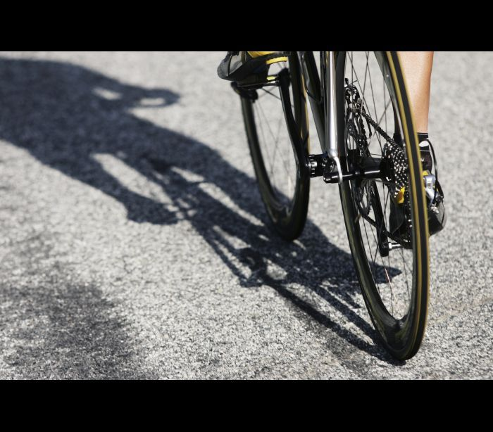 Ciclista abalroado por automóvel