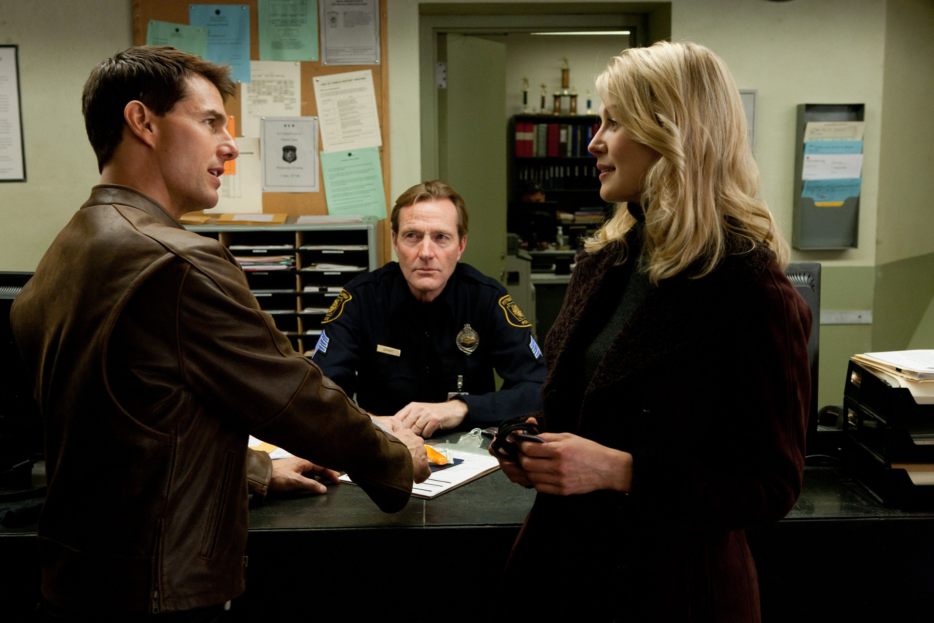 Tom Cruise Rosamund Pike And Lee Child In Jackreacher Jack Reacher Tom Cruise Jack Reacher Movie