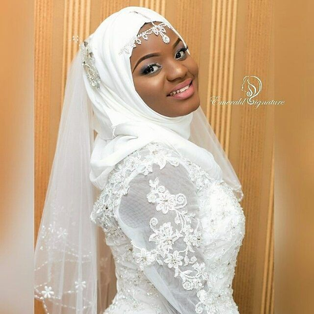 Pretty Subtle Make Up for this Stunning Hijabi bride from