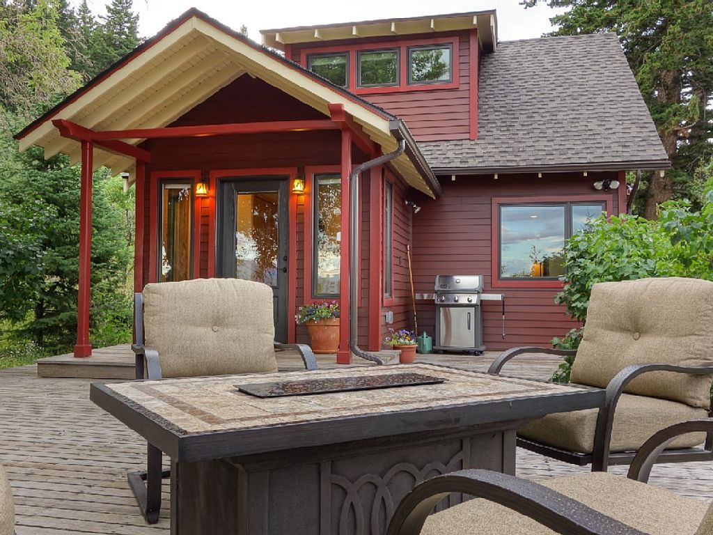 635736 cozy cottage 10 minutes south of