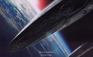 A Warner Bros. soltou um comunicado oficial para anunciar Roland Emmerich na direção do reboot de 'Stargate', e acabou confirmando os antigos boatos de que as duas sequências de 'Independence Day' serão filmadas simultaneamente.