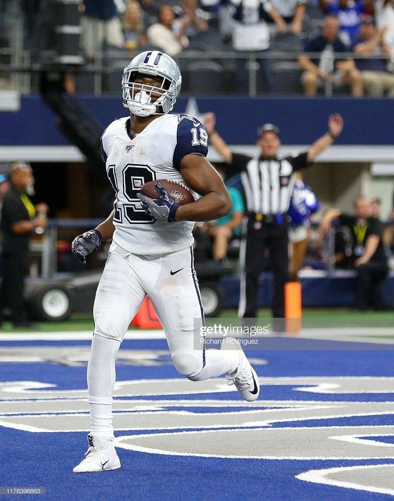 Amari Cooper 19 of the Dallas Cowboys scores a touchdown