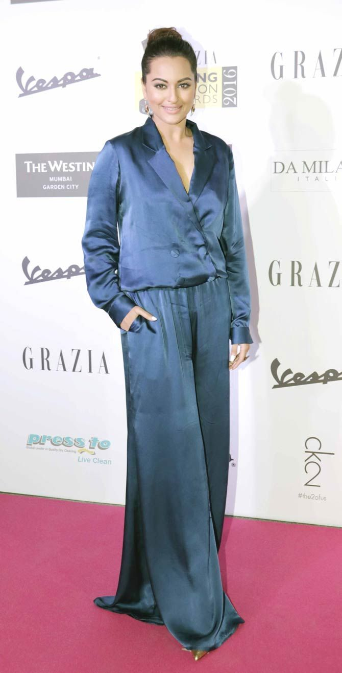 Sonakshi Sinha at Grazia Awards 2016. boll