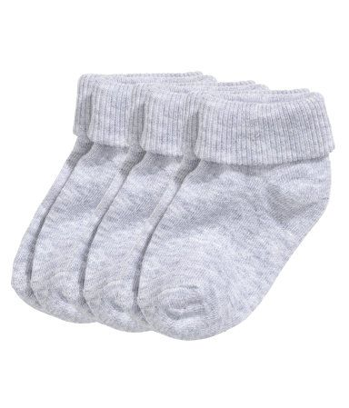 CONSCIOUS. Fine-knit socks in a soft cotton blend with a foldover cuff. (Sizes 3 - 4 and 5 - 7 with anti-slip protection.) Made partly from organic cotton.