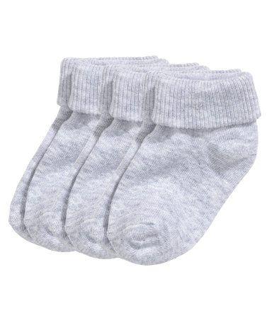 CONSCIOUS. Finstickade strumpor i mjuk bomullsblandning med vikbart skaft. (Stl 19/21-22/24 med halkskydd.) Strumporna är delvis tillverkade av ekologisk bomull.