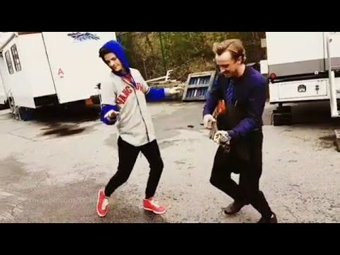 The Flash Grant Gustin and Tom Felton Sing + Season 3