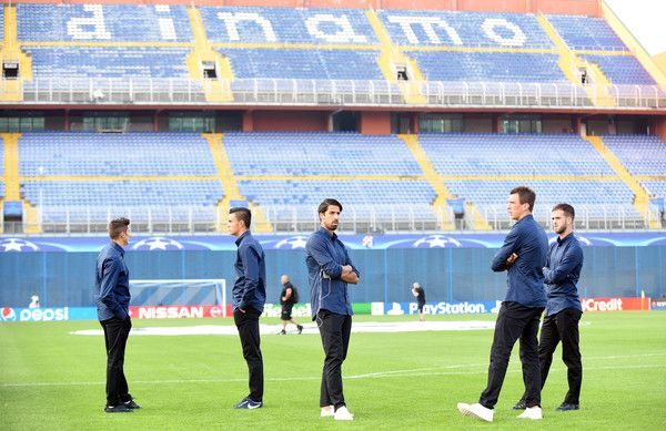 Juventus' team players Sami Khedira (3L) and forward Mario Mandzukic (2R) inspect the pitch at the Maksimir stadium in Zagreb on September 26, 2016, on the eve of their UEFA Champions League Group H football match against Dinamo Zagreb.  / AFP / STRINGER