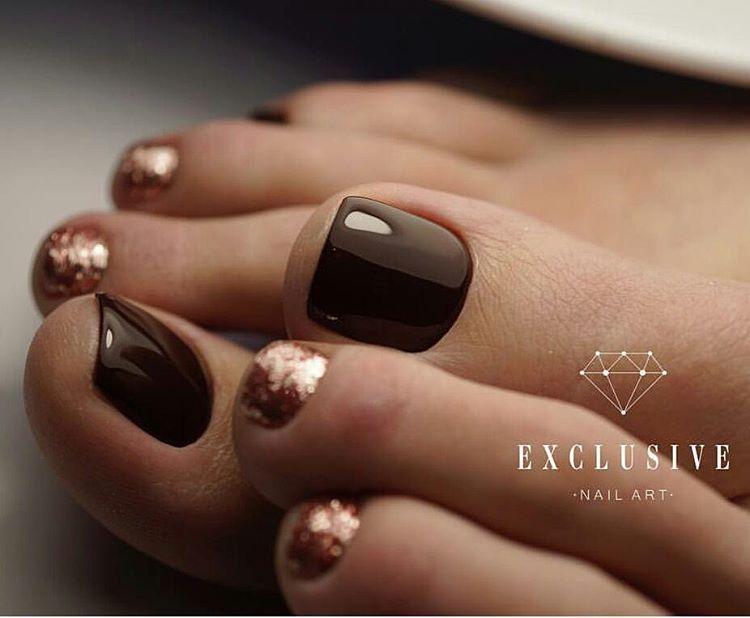 brown-gold toe nail art tap