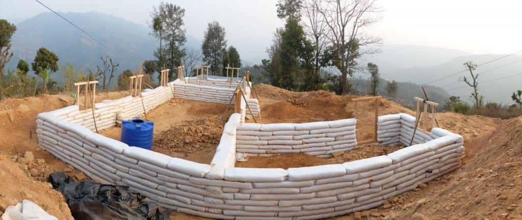 Construire en sacs de terre au NépalFévrier 2015 Eco-logis