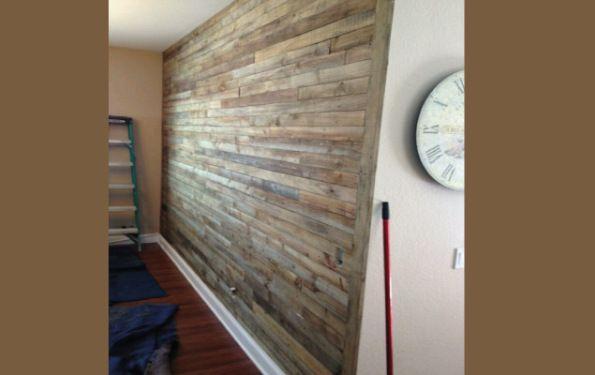 Forrar-una-pared-con-listones-de-palets Ideas para el hogar - palets ideas
