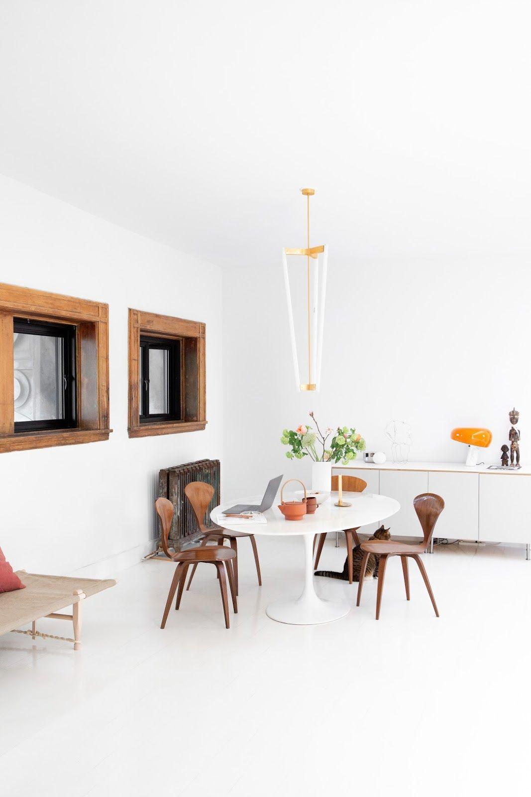 Salle A Manger Decoration Interieur sejour salle a manger sol mur blanc table blanche chaise bois fente