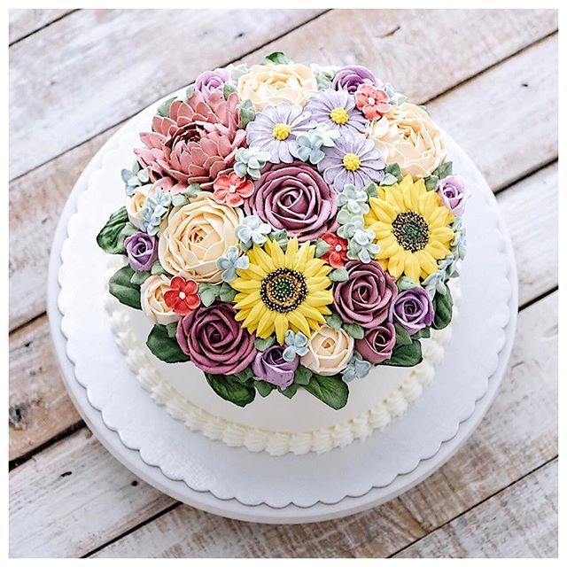 Buttercream 3D flower cake.  The flower made with buttercream and they are edible. And people said it's delicious.