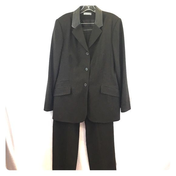 Kate Hill pant suit w/leather collar Beautiful pant suit with a leather trim collar. Like new. Kate Hill Pants Boot Cut & Flare
