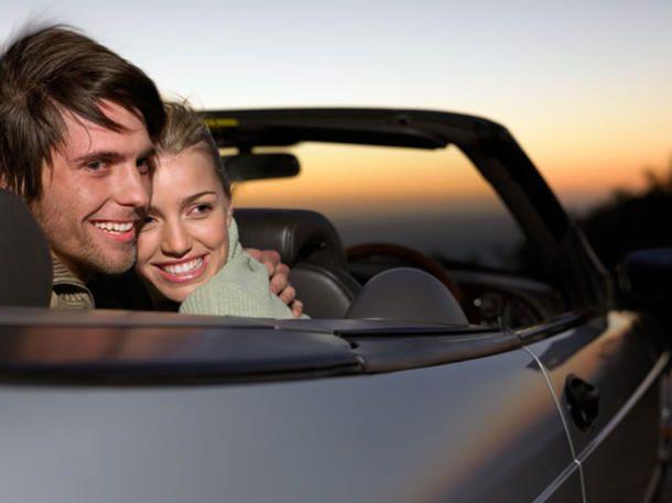 """Da bekommt der Begriff """"Outdoor-Sex"""" eine ganz andere Bedeutung. Zwar sollte man für Sex im Cabrio relativ schlank oder zumindest ziemlich"""