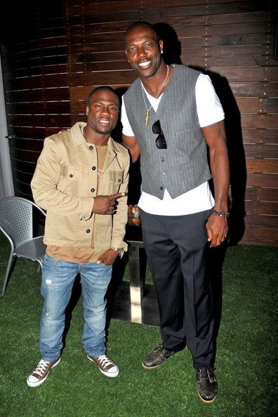 Terrell Owens and  Kevin Hart  in L.A. Xen Lounge Party in Los Angeles – Rolling Out - Black News, Celebrity Videos, Entertainment, Business & Politics