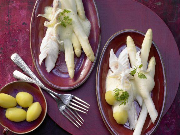 Zander in der Salzkruste mit Meerrettich-Zabaglione: Fest in der Salzkruste umhüllt bewahrt der Zander beim Garen sein feines Aroma und bleibt saftig.