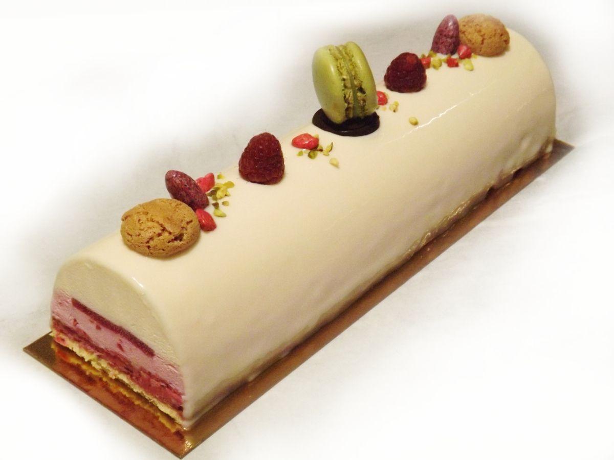 Buche de noel chocolat blanc fruits rouges