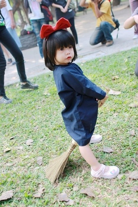 Cutest cosplay ever from Kiki's Delivery Service!