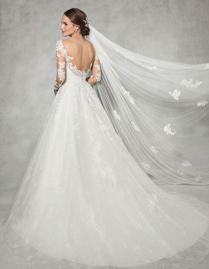 Pin von Signe Crawford Collier auf Bridal Gown--Ball Gown Volume2 ...