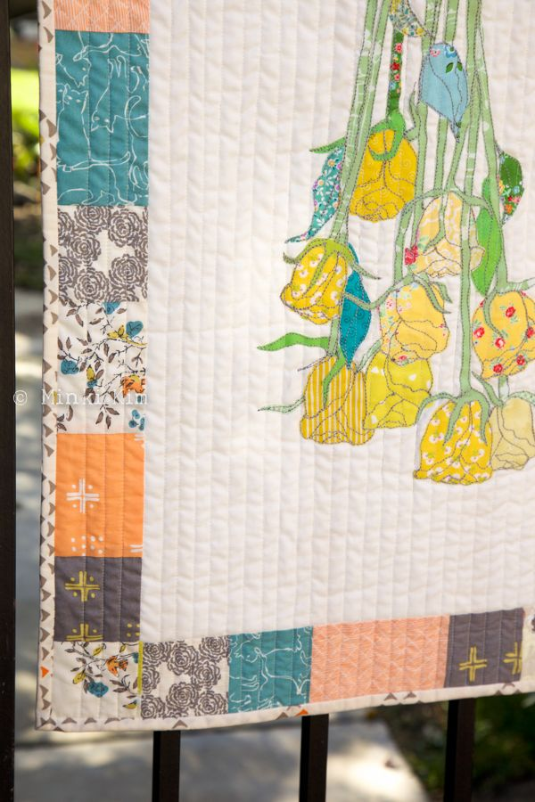 Another stunning project by #AurifilDesigner Minki Kim of #MinkisWorkTable! She created a quilted dried rose bouquet with her signature method of sewing illustration. She used Aurifil 12wt thread for her stitching and her fabric is Summer Garden Tapestry by Sharon Holland for Art Gallery Fabrics!  To see more, please visit: http://www.minkikim.com/rose-bouquet-table-runner/  For more info on Minki's thread collection, please visit…