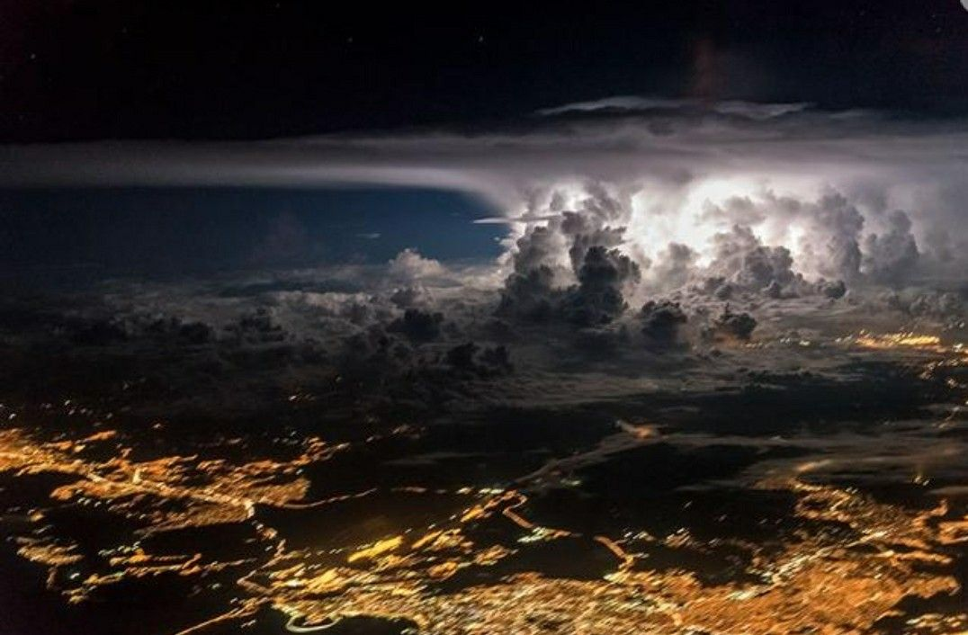 Meet Santiago Borja Lopez A Quito Ecuadorbased Pilot Who Works - Airline captain takes amazing photos from his cockpit and no theyre not photoshopped