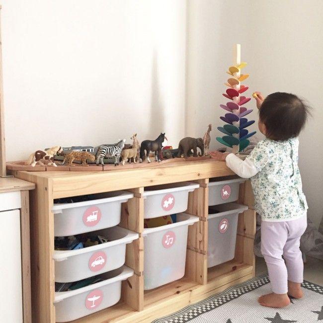 Photo of Möbelaufkleber Spielzeug: Ordnung halten mit Kindern – Symbol Weiß / Hintergrund Rosa
