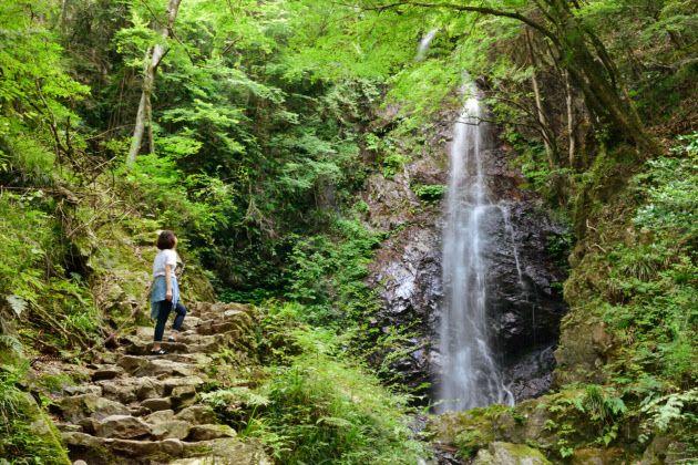 これが東京? プチ夏休みは檜原村の「滝パラダイス」 |WOMAN SMART|NIKKEI STYLE