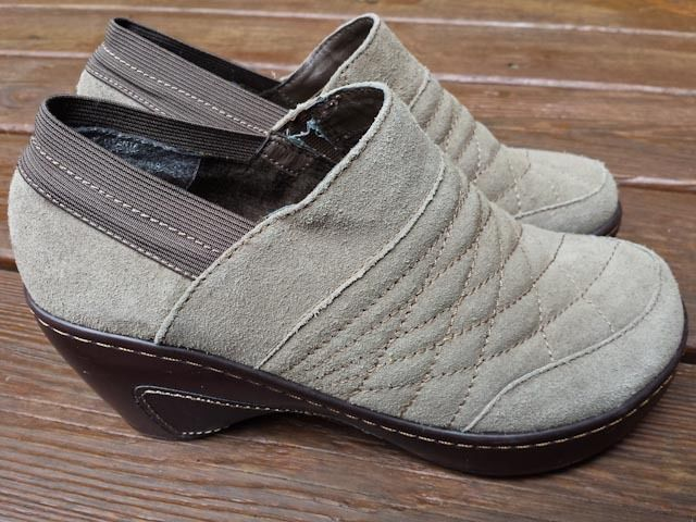 J-41 Adventure On Venice Suede Beige Tan Clogs Quilted Leather Closed Size 7.5 M #JeepJ41 #Clogs #Casual