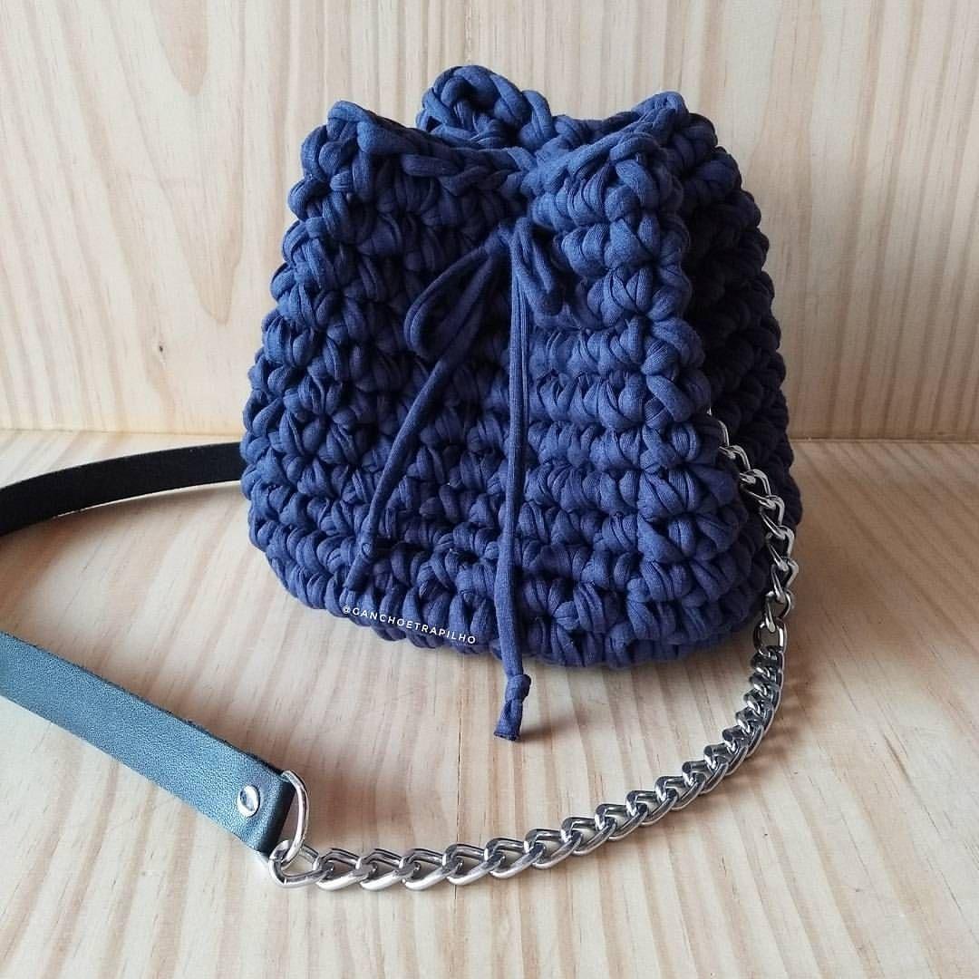 c9a7c27c3 Bolsa saco azul marinho com alça de corrente + couro. Medidas da bolsa:  20x20
