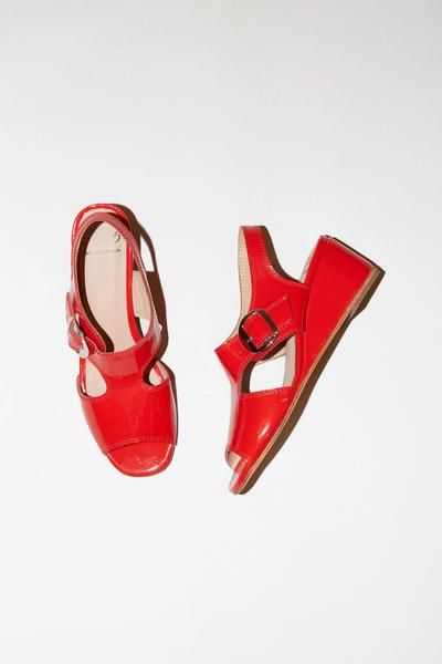 5001c3dcc24 A No.6 staff favorite. Low wedge slingback sandal in cherry crinkle leather.