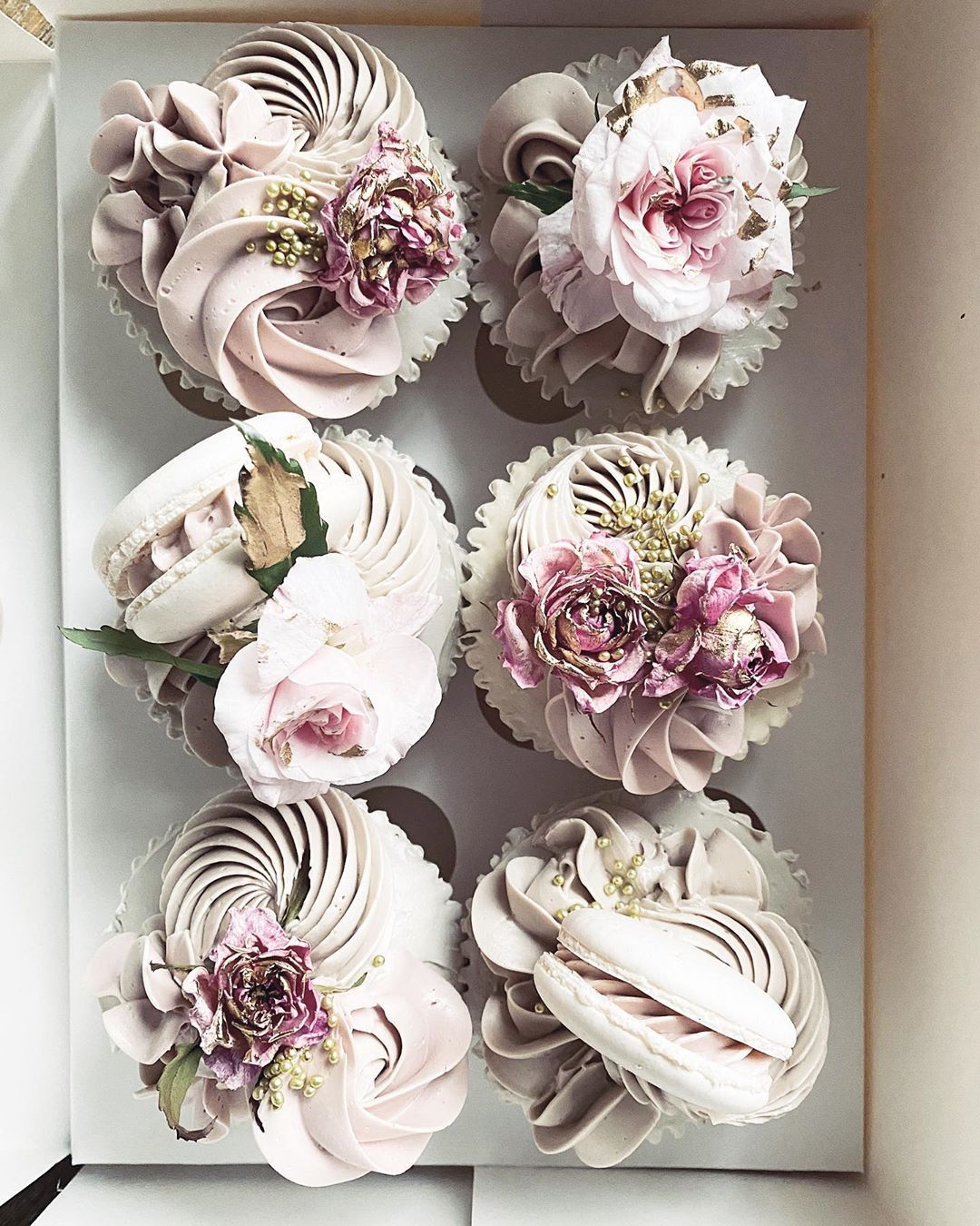 """Canberra Wedding Cakes on Instagram """"🤍🧁🤍 edible blooms"""
